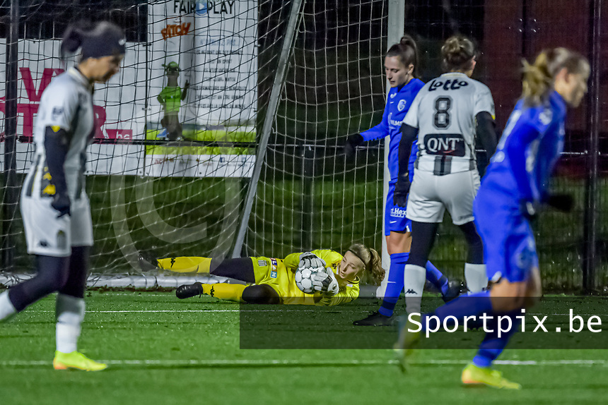 Charleroi goalkeeper Ambre Collet (1) pictured during a female soccer game between Sporting Charleroi and KRC Genk Ladies on the 9th matchday of the 2020 - 2021 season of Belgian Scooore Womens Super League , friday 11 th of December 2020  in Marcinelle , Belgium . PHOTO SPORTPIX.BE | SPP | STIJN AUDOOREN