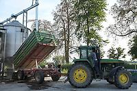 CROATIA, cattle fatening farm ERGELA VIŠNJICA for livestock export / KROATIEN, Tiermastbetrieb ERGELA VIŠNJICA, Rinderzucht für den Fleisch Export, 2000 Tiere, Futtermittel Triticale