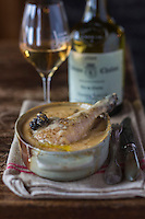 Europe/France/Franche Comté/39 /Jura/Lamoura: Croûte jaune: Coq de Bresse au vin jaune et morilles, recette de Sylvie et Bernard Robbe, Restaurant: L'Anversis //  France, Jura, Lamoura: Rooster Bresse yellow wine and morels, recipe and Sylvie Bernard Robbe, Restaurant: The Anversis
