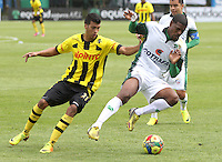 BOGOTA -COLOMBIA- 14 -09-2013. Jose Moreno (Der) de La Equidad Seguros disputa el balon contra Guillermo Arboleda  (Izq)  de Alianza Petrolera , partido correspondiente a la novena fecha de La Liga Postobon segundo semestre jugado en el estadio de Techo /  Seguros La Equidad Jose Moreno (R) dispute the ball against Alianza Petrolera Guillermo Arboleda (L), game in the ninth round of La Liga Postobon second half played in the Techo  stadium  .Photo: VizzorImage / Felipe Caicedo / Staff