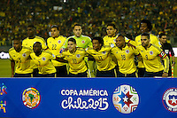 SANTIAGO DE CHILE- CHILE - 17-04-2015: Los jugadores de Colombia, posan para una foto durante partido Colombia y Brasil, por la fase de grupos, Grupo C, de la Copa America Chile 2015, en el estadio Monumental en la Ciudad de Santiago de Chile.  / The players Colombia, pose for a photo during a match between Colombia and Brasil for the group phase, Group C, of the Copa America Chile 2015, in the Monumental stadium in Santiago de Chile city. Photos: VizzorImage /  Photosport / Andres Piña / Cont.