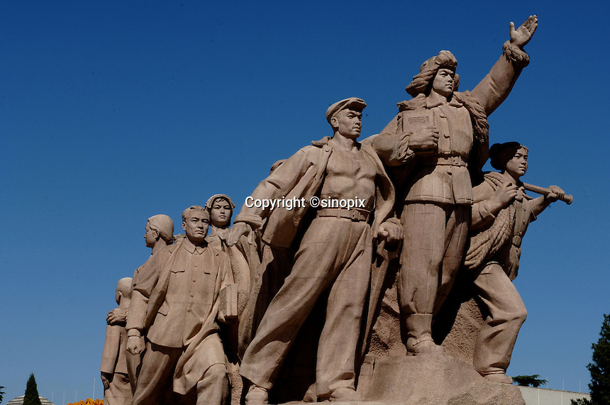 Statue of the people outside the Mao Zedong Memorial Hall in Tiananmen Square in Beijing, China..16 Sep 05
