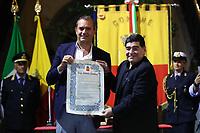 Sindaco Luigi De Magistris Major, Diego Armando Maradona<br /> Napoli 05-07-2017  Napoli Palazzo San Giacomo<br /> Cittadinanza onoraria a Diego Armando Maradona <br /> da parte del Comune di Napoli.<br /> Conferral of honorary citizenship of Naples to Diego Armando Maradona. .<br /> Foto Cesare Purini / Insidefoto