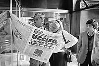 - the newspapers announce the death of the first minister Aldo Moro, killed by the terroristic group Red Brigades after to have it kidnapped (Milan, May 1978)<br /> <br /> - i giornali annunciano la morte del primo ministro Aldo Moro, ucciso dal gruppo terroristico Brigate Rosse dopo averlo rapito (Milano, maggio 1978)