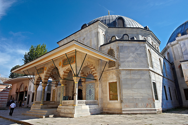 Ottoman style Tomb of Sultan Selim II in the outer courtyard of Aya Sophia. Built in in 1577 the exterior is white marble and İznik ceramic tiles , Istanbul, Turkey