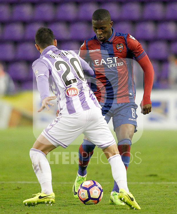 Real Valladolid's Alberto Guitian (l) and Levante UD's Jefferson Lerma during La Liga Second Division match. March 11,2017. (ALTERPHOTOS/Acero)