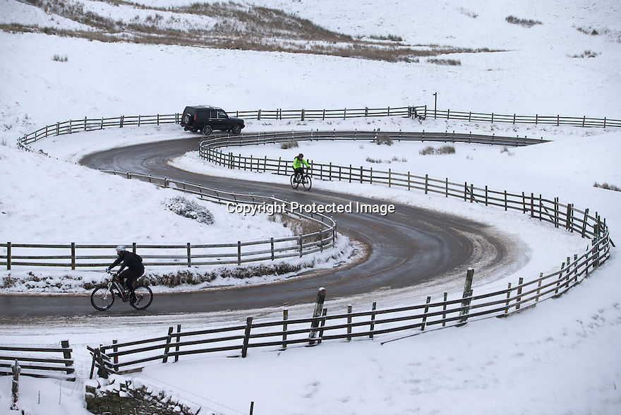17/01/16<br /> <br /> Cyclists make their way up to Mam Tor after overnight snowfall near Edale in the Derbyshire Peak District.<br /> <br /> All Rights Reserved: F Stop Press Ltd. +44(0)1335 418365   +44 (0)7765 242650 www.fstoppress.com