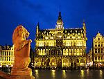 Belgium, Province Brabant, Brussels: Maison du Roi in the Grand Place illuminated at night | Belgien, Provinz Brabant, Bruessel: Grand Place (Grote Markt) mit dem Maison du Roi (Broodhuis) bei Abenddaemmerung