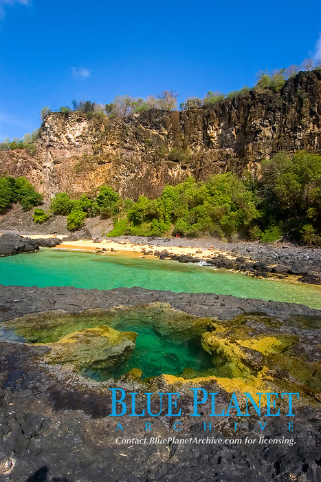 Tide pool, beach and cliff, Porco's Bay, Fernando de Noronha, Brazil