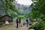 Deutschland, Bayern, Oberbayern, Berchtesgadener Land, am Obersee im Nationalpark Berchtesgaden, am Ende des Sees liegt die Fischunkelalm und der Roethbachfall | Germany, Upper Bavaria, Berchtesgadener Land, at Upper Lake in Berchtesgaden National Park