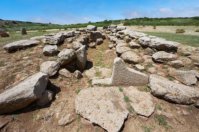 Picture and image of the prehistoric nuragic Giants Tomb foundation ruins, The Prehistoric Nuragic Complex of Tamuli, Macomer, Sardinia.