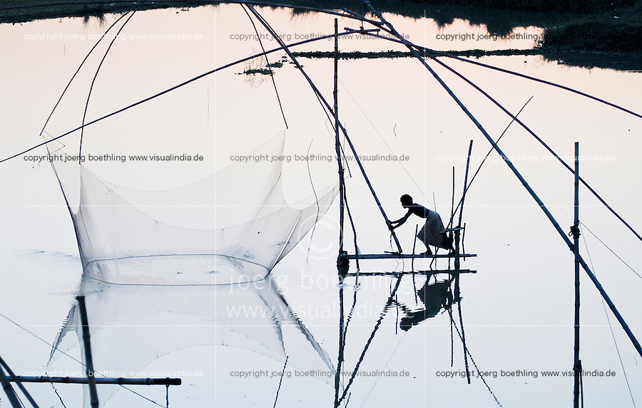 BANGLADESH Tangail Elenga, fisherman with fishing net at bamboo construction / BANGLADESCH, Tangail Elenga, Fischer mit Senknetz an Bambus Konstruktion