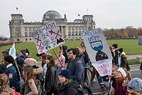 """Mit einer Schweigedemonstration der """"Scientists for Future"""" protestierten Wissenschaftler unter dem Motto """"Es wurde alles gesagt! Jetzt Handeln!"""" am Freitag den 15. November 2019 vor dem Bundeskanzleramt gegen die Klimapolitik der Bundesregierung. """"Uns - Wissenschaftlerinnen und Wissenschaftler - macht das Regierungsversagen sprachlos. Seit Jahren weisen wir auf die hohen Risiken der Klimakrise hin. Wir werden in Gremien und Kommissionen eingeladen – aber unsere Erkenntnisse werden ignoriert. Wir haben alles gesagt - jetzt muss gehandelt werden!"""" so die Organisatoren des stillen Protests.<br /> Unterstuetzt wurden die Wissenschaftler durch eine Demonstration von Schuelern der """"Fridays for Future""""-Bewegung (im Bild).<br /> 15.11.2019, Berlin<br /> Copyright: Christian-Ditsch.de<br /> [Inhaltsveraendernde Manipulation des Fotos nur nach ausdruecklicher Genehmigung des Fotografen. Vereinbarungen ueber Abtretung von Persoenlichkeitsrechten/Model Release der abgebildeten Person/Personen liegen nicht vor. NO MODEL RELEASE! Nur fuer Redaktionelle Zwecke. Don't publish without copyright Christian-Ditsch.de, Veroeffentlichung nur mit Fotografennennung, sowie gegen Honorar, MwSt. und Beleg. Konto: I N G - D i B a, IBAN DE58500105175400192269, BIC INGDDEFFXXX, Kontakt: post@christian-ditsch.de<br /> Bei der Bearbeitung der Dateiinformationen darf die Urheberkennzeichnung in den EXIF- und  IPTC-Daten nicht entfernt werden, diese sind in digitalen Medien nach §95c UrhG rechtlich geschuetzt. Der Urhebervermerk wird gemaess §13 UrhG verlangt.]"""