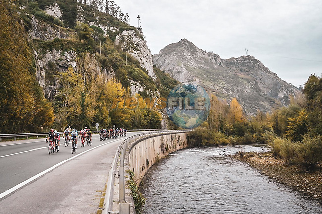 The 21 man breakaway group along the Río Nalón during Stage 12 of the Vuelta Espana 2020 running 109.4km from Pola de Laviana to Alto de l'Angliru, Spain. 1st November 2020. <br /> Picture: Unipublic/Charly Lopez   Cyclefile<br /> <br /> All photos usage must carry mandatory copyright credit (© Cyclefile   Unipublic/Charly Lopez)
