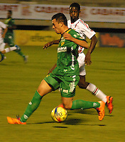 TUNJA - COLOMBIA -09-04-2014: Aldair Lasso (Der.) jugador de Patriotas FC, disputa el balón con Fernando Battiste (Izq.) jugador de La Equidad durante partido Patriotas FC y La Equidad por la fecha 16 por la Liga de la Liga Postobon I 2014 en el estadio La Independencia en la ciudad de Tunja. /  Aldair Lasso (R) of Patriotas FC figths the ball with Fernando Battiste (L), of La Equidad during a match Patriotas FC and La Equidad for the date 16th of the Liga de Postobon I 2014 at the La Independencia stadium in Tunja  city. Photo: VizzorImage  / Jose M. Palencia / Str. (Best quality available)
