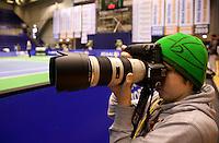 18-12-10, Tennis, Rotterdam, Reaal Tennis Masters 2010, Assistent fotograaf Gerard aan het werk