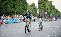 Most endearing moment on the Champs-Elysées parade of the teams (after the winners ceremony): Niki Terpstra (NLD/OmegaPharma-Quickstep) followed by his 5yr old son Luca. In the white jersey... on a fixie... in the drops... no brakes...<br /> <br /> 2014 Tour de France<br /> stage 21: Evry - Paris Champs-Elysées (137km)