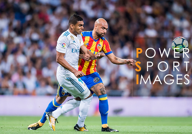 Simone Zaza of Valencia CF fights for the ball with Carlos Henrique Casemiro of Real Madrid during their La Liga 2017-18 match between Real Madrid and Valencia CF at the Estadio Santiago Bernabeu on 27 August 2017 in Madrid, Spain. Photo by Diego Gonzalez / Power Sport Images