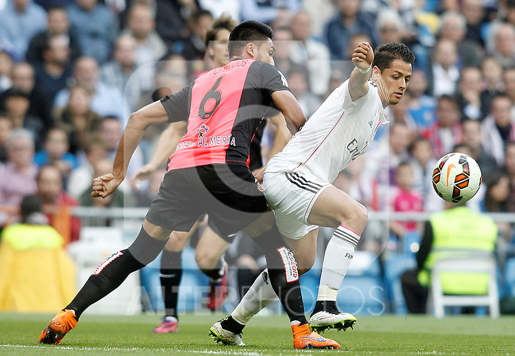 Real Madrid's Javier Chicharito Hernandez (r) and Almeria's Mauro Dos Santos during La Liga match. April 29,2015. (ALTERPHOTOS/Acero)