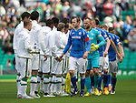 Celtic v St Johnstone...29.08.15  SPFL   Celtic Park<br /> Dave Mackay leads the hand shakes before kick off<br /> Picture by Graeme Hart.<br /> Copyright Perthshire Picture Agency<br /> Tel: 01738 623350  Mobile: 07990 594431
