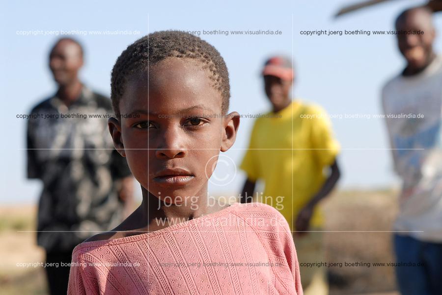 """Afrika Ostafrika Tanzania Tansania , Junge in einem Dorf in Meatu - Menschen Kinder xagndaz   .Africa east africa Tanzania , young boy in village in Meatu district - people .  [ copyright (c) Joerg Boethling / agenda , Veroeffentlichung nur gegen Honorar und Belegexemplar an / publication only with royalties and copy to:  agenda PG   Rothestr. 66   Germany D-22765 Hamburg   ph. ++49 40 391 907 14   e-mail: boethling@agenda-fototext.de   www.agenda-fototext.de   Bank: Hamburger Sparkasse  BLZ 200 505 50  Kto. 1281 120 178   IBAN: DE96 2005 0550 1281 1201 78   BIC: """"HASPDEHH"""" , Nutzung nur für redaktionelle Zwecke, bitte um Rücksprache bei Nutzung zu Werbezwecken! ] [#0,26,121#]"""