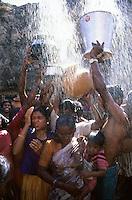 INDIA Karnataka, every year a festival takes place around the Yellamma temple in Saundatti and attracts thousand of pilgrims from villages, here is also practizised the Devadasi cult, where young girls are secretly dedicated to the hindu goddess Yellamma, most of the girls end in prostitution, pilgrim take shower in holy water from spring before temple visit / INDIEN Karnataka, jedes Jahr findet in Saundatti das Tempelfest zu Ehren der Goettin Yellamma statt, das Tausende Pilger aus den umliegenden Doerfern anzieht, hier wird der Devadasi Kult praktiziert, heimlich werden junge Maedchen der Hindu Goettin Yellamma geweiht, die Maedchen enden spaeter meistens in der Prostitution, Pilger nehmen ein Dusche im Wasser einer heiligen Quelle vor dem Tempelbesuch