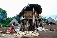 ETHIOPIA, Gambela, village Gog Dipach, maize store / AETHIOPIEN, Gambela, Dorf GOG DIPACH der Ethnie ANUAK, Maisernte, Mais Speicher