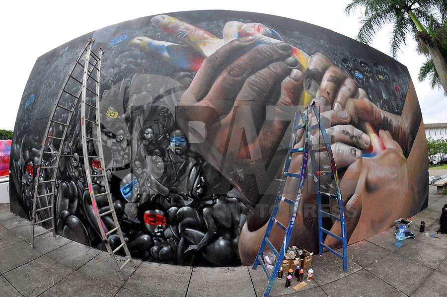 SAO PAULO, SP, 22 DE JANEIRO DE 2013 - Bienal Internacional Graffiti Fine Art, lança sua segunda edição no MuBE com diversos artistas brasileiros e internacionais. As atividades de graffiti estão por todo o museu e fica até dia 22 de fevereiro, com entrada franca. FOTO: THAIS RIBEIRO/BRAZIL PHOTO PRESS