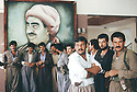Iraq 1991 Pendant la reunion du Front du Kurdistan, a Shaklawa, peshmergas attendant la fin de seance devant un portrait du General Barzani   Iraq 1991   During a meeting of the Kurdish front, peshmergas waitoing the end of the meeting near a portrait of General Barzani