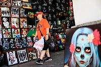 Picture of painting with the image of the catrina, celebration of Dia de Muertos.<br /> Sales of souvenirs in the tourist destination Puerto Peñasco, Sonora, Mexico. crafts, art, handicrafts, beachwear and accessories, ceramics, sunglasses, Mexican handicrafts, leather guarache, Mexican guarache, sun hat and decorative items. (Photo: Luis Gutierrez /NortePhoto.com)<br /> <br /> Cuadro de pintura con la imagen de la catrina, celebracion de dia de Muertos.<br /> Venta de Recuerdos en el destino turistico Puerto Peñasco, Sonora, Mexico. artesanias, arte, manualidades, ropa y accesorios de playa, ceramica, lentes de sol, artesanias mexicanas, guarache de piel, guarache mexicanos, sombrero para el sol y articulos de decoracion. (Photo: Luis Gutierrez /NortePhoto.com)