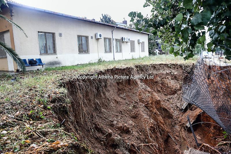 Theground beneath a building has subsided in Nea Mihaniona