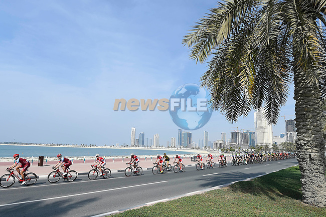 The peloton in action during Stage 5 The Meraas Stage final stage of the Dubai Tour 2018 the Dubai Tour's 5th edition, running 132km from Skydive Dubai to City Walk, Dubai, United Arab Emirates. 10th February 2018.<br /> Picture: LaPresse/Fabio Ferrari   Cyclefile<br /> <br /> <br /> All photos usage must carry mandatory copyright credit (© Cyclefile   LaPresse/Fabio Ferrari)