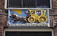 Nederland - Amsterdam - 2018.  Gevelsteen in Amsterdam. De Vergulde Wagen.   Foto Berlinda van Dam / Hollandse Hoogte.