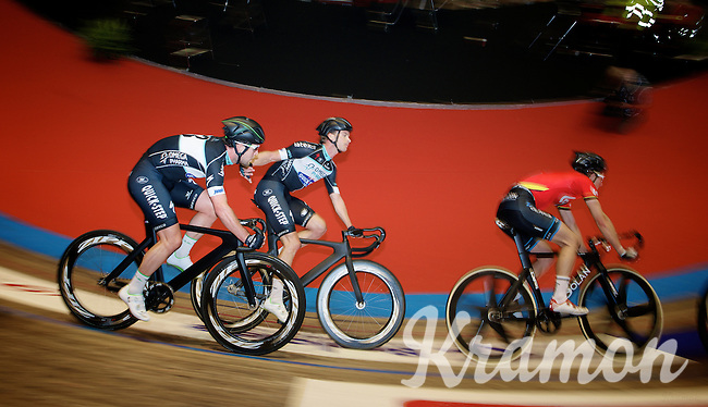 6day superstar Iljo Keisse (BEL/OmegaPharma-Quickstep) slings teammate Mark Cavendish (GBR/OmegaPharma-Quickstep) on the steepest (almost vertical) part of the track, back into the race<br /> <br /> Ghent 6 - day 1