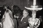 ARISTOTELE ONASSIS CON LIZ TAYLOR ALL'OSTERIA DELL'ORSO  ROMA 1972