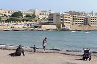 Strand in St. George's Bay in Paceville, Malta, Europa