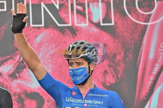 Maglia Azzurra Peter Sagan (SVK) Bora-Hansgrohe at sign on before the start of Stage 3 of the 103rd edition of the Giro d'Italia 2020 running 150km from Enna to Etna (Linguaglossa-Piano Provenzana), Sicily, Italy. 5th October 2020.  <br /> Picture: LaPresse/Massimo Paolone | Cyclefile<br /> <br /> All photos usage must carry mandatory copyright credit (© Cyclefile | LaPresse/Massimo Paolone)