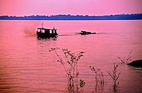 Navegação no Rio Amazonas.  Manaus. Amazonas. 1999. Foto de Juca Martins.