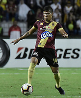 IBAGUE - COLOMBIA, 24-04-2019: Rafael Carrascal del Tolima en acción durante el partido por la ronda 4, grupo G, de la Copa CONMEBOL Libertadores 2019 entre Deportes Tolima de Colombia y Boca Juniors de Argentina jugado en el estadio Manuel Murillo Toro de la ciudad de Ibagué. / Rafael Carrascal of Tolima in action during match as part of round 4, group G, of Copa CONMEBOL Libertadores 2019 between Deportes Tolima of Colombia and Boca Juniors of Argentina played at Manuel Murillo Toro stadium in Ibague city. Photo: VizzorImage / Alejandro Rosales / Cont