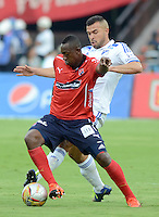 MEDELLÍN -COLOMBIA-07-11-2015. Juan F Caicedo (Izq) de Independiente Medellín disputa el balón con Andres Cadavid (Der) del Millonarios durante partido por la fecha 19 de la Liga Águila II 2015 jugado en el estadio Atanasio Girardot de la ciudad de Medellín./ Juan F Caicedo (L) player of Independiente Medellin fights for the ball with Andres Cadavid (R) Millonarios during the date 19 of Aguila League II 2015 played at Atanasio Girardot stadium in Medellin city. Photo: VizzorImage/León Monsalve/ Str