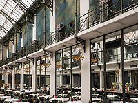Wintergarten im Hotel NH Collection Amsterdam Grand Hotel Krasnapolsky, Dam 9, Amsterdam, Provinz Nordholland, Niederlande<br /> Wintergarten in Hotel NH Collection Amsterdam Grand Hotel Krasnapolsky, Dam 9, Amsterdam, Province North Holland, Netherlands