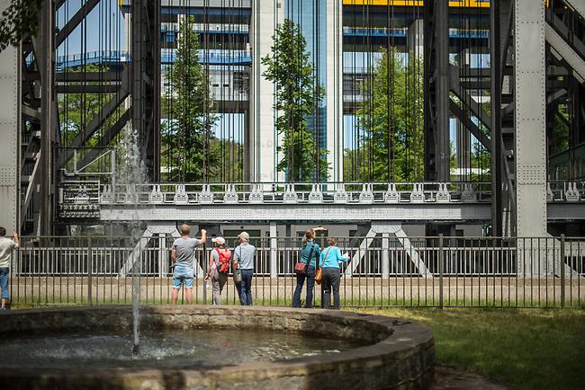 Das historische Schiffshebewerk im brandenburgischen Niederfinow. Die Schleuse der Wasserstrasse Oder-Havel-Elbe wurde von 1927 bis 1934 erbaut.<br /> Das Schiffshebewerk ist ein beliebtes Ausflugsziel für Touristen.<br /> 22.5.2020, Niederfinow<br /> Copyright: Christian-Ditsch.de<br /> [NUR FUER REDAKTIONELLE ZWECKE! Werbung nur auf Anfrage beim Fotografen. Inhaltsveraendernde Manipulation des Fotos nur nach ausdruecklicher Genehmigung des Fotografen. Vereinbarungen ueber Abtretung von Persoenlichkeitsrechten/Model Release der abgebildeten Person/Personen liegen nicht vor. NO MODEL RELEASE! Don't publish without copyright Christian-Ditsch.de, Veroeffentlichung nur mit Fotografennennung, sowie gegen Honorar, MwSt. und Beleg. Konto: I N G - D i B a, IBAN DE58500105175400192269, BIC INGDDEFFXXX, Kontakt: post@christian-ditsch.de<br /> Bei der Bearbeitung der Dateiinformationen darf die Urheberkennzeichnung in den EXIF- und  IPTC-Daten nicht entfernt werden, diese sind in digitalen Medien nach §95c UrhG rechtlich geschuetzt. Der Urhebervermerk wird gemaess §13 UrhG verlangt.]