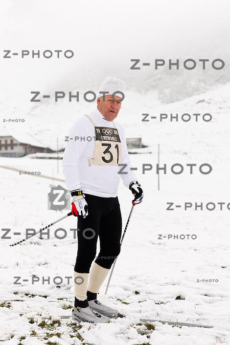 Sepp Haas Langlauf Olympia Bronze Sieger vom Jahr 1968, Nachgestellte Szene in Soerenberg am 11. November 2009..Copyright © Zvonimir Pisonic