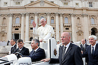 Papa Francesco saluta i fedeli al termine dell'udienza generale del mercoledi' in Piazza San Pietro, Citta' del Vaticano, 23 ottobre 2013.<br /> Pope Francis waves to faithful at the end of his weekly general audience in St. Peter's Square at the Vatican, 23 October 2013.<br /> UPDATE IMAGES PRESS/Riccardo De Luca<br /> <br /> STRICTLY ONLY FOR EDITORIAL USE