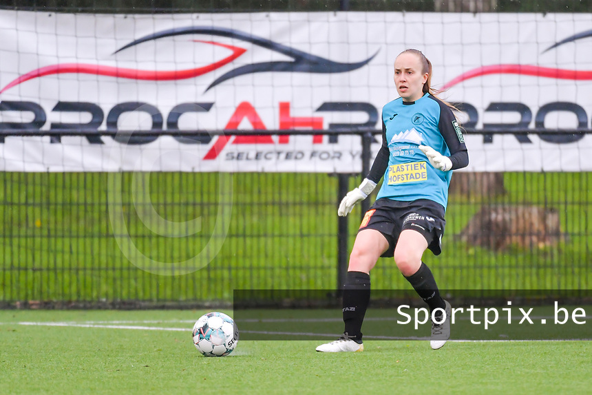 Goalkeeper Lisa Vandeputte (1) of Eendracht Aalst pictured during a female soccer game between Sporting Charleroi and Eendracht Aalst on the 8th matchday in play off 2 of the 2020 - 2021 season of Belgian Scooore Womens Super League , tuesday 18 th of May 2021 in Marcinelle , Belgium . PHOTO SPORTPIX.BE | SPP | STIJN AUDOOREN