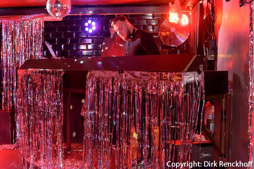 GlitzerGlitzer Party mit DJ WELL-G, Club und Disco Grüner Jäger,  Neuer Pferdemarkt 36, Hamburg St. Pauli, Deutschland, Europa<br />  DJ WELL-G, GlitzerGlitzer Party, Club and Disco Grüner Jäger,  Neuer Pferdemarkt 36, Hamburg St. Paul, Germany, Europe