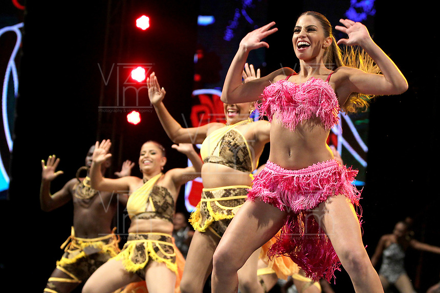 BARRANQUILLA-COLOMBIA, 19-01-2020: Con la Lectura del Bando, la Reina del Carnaval de Barranquilla 2020, Isabel Chams, comenzó a mandar desde la noche de este sábado, tras un soberbio espectáculo dancístico musical. El evento se realizó en la Plaza de La Paz. / With Reading Bando, the Barranquilla Carnival Queen 2020, Isabel Chams, began to command from this Saturday night after a superb show's dance musical. The event was held at the Plaza de La Paz en Barranquilla, Colombia. Photo: VizzorImage / Alfonso Cervantes / Cont.