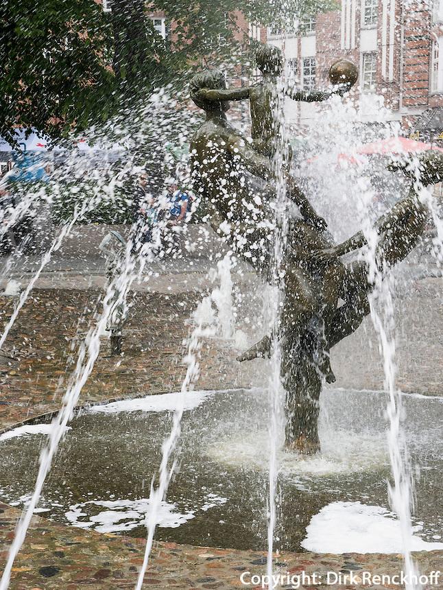 Brunnenauf dem Universitätsplatz  in Rostock, Mecklenburg-Vorpommern, Deutschland