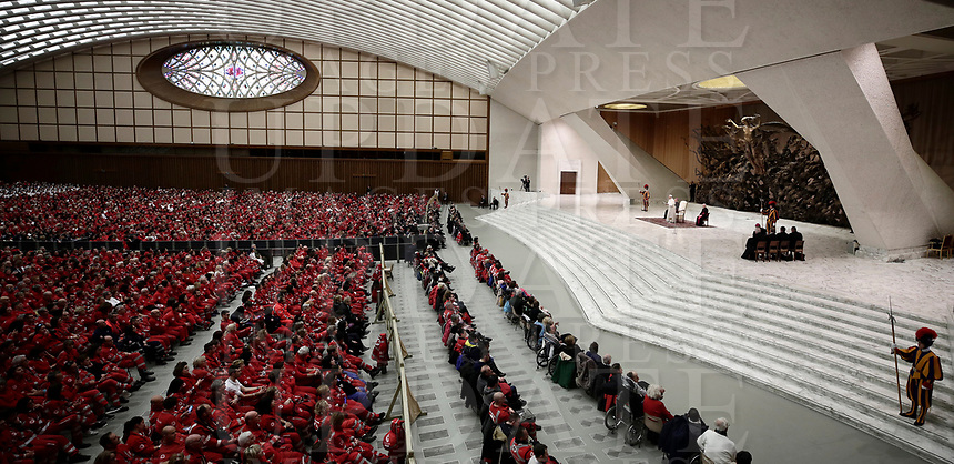 Papa Francesco tiene un'udienza speciale per la Croce Rossa italiana in aula Paolo VI in Vaticano, 27 gennaio 2018.<br /> Pope Francis leads a special audience granted to Italian Red Cross members in Paul VI Hall at the Vatican, on January 27, 2018.<br /> UPDATE IMAGES PRESS/Isabella Bonotto<br /> <br /> STRICTLY ONLY FOR EDITORIAL USE