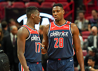 Isaac Bonga (G/F, Washington Wizards, #17) und Ian Mahinmi (C, Washington Wizards, #28) - 22.01.2020: Miami Heat vs. Washington Wizards, American Airlines Arena